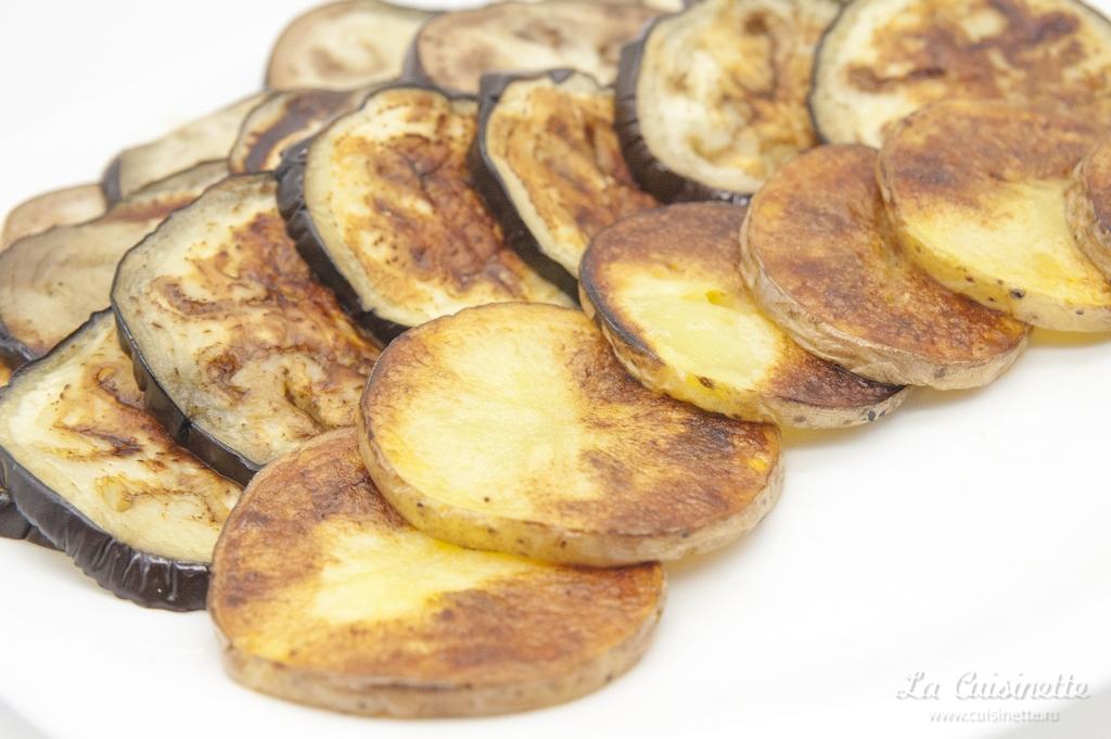 запеченый картофель и баклажаны