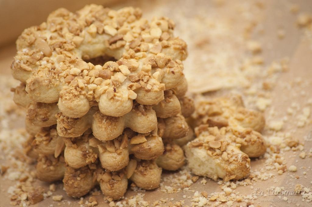 как приготовить песочное кольцо с орехами